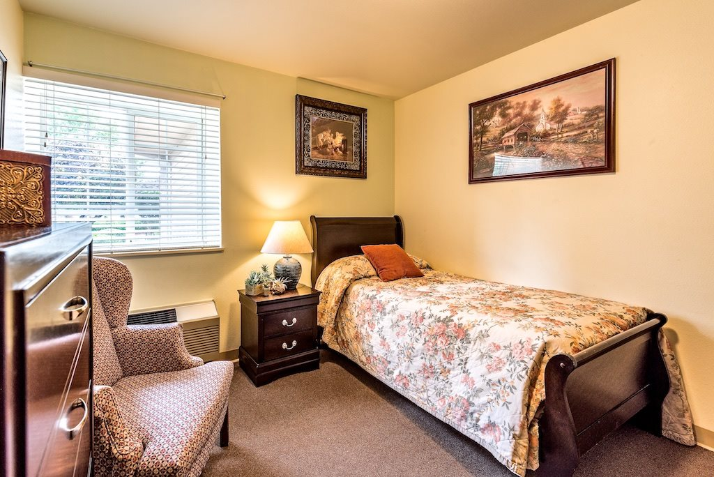 Furnished private or companion rooms